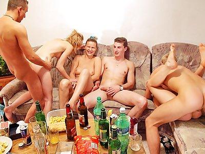 Gonzo gang boinking at crazy hump soiree